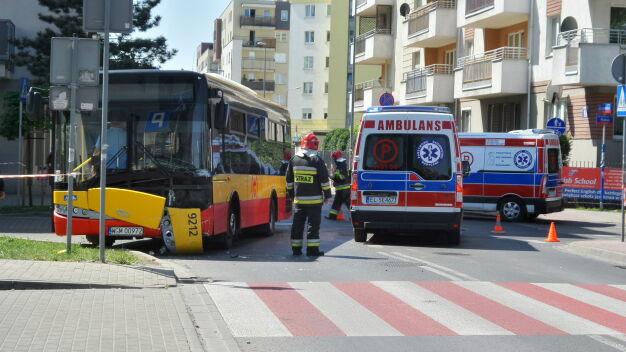 Wypadek autobusu w Ursusie. Pięć osób w szpitalu