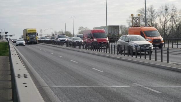 Kolizja na moście Grota-Roweckiego. Były duże utrudnienia, S8 znowu w korku