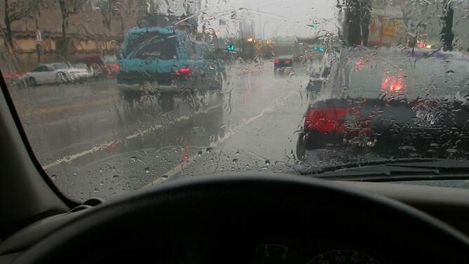 Mokro i ślisko na drogach