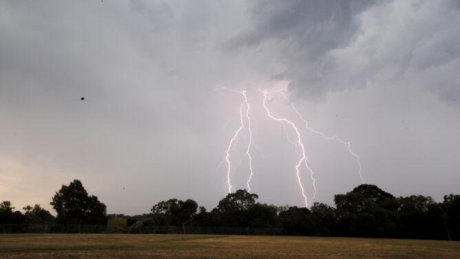 Prognoza pogody na dziś: deszcz i burze, do 26 stopni