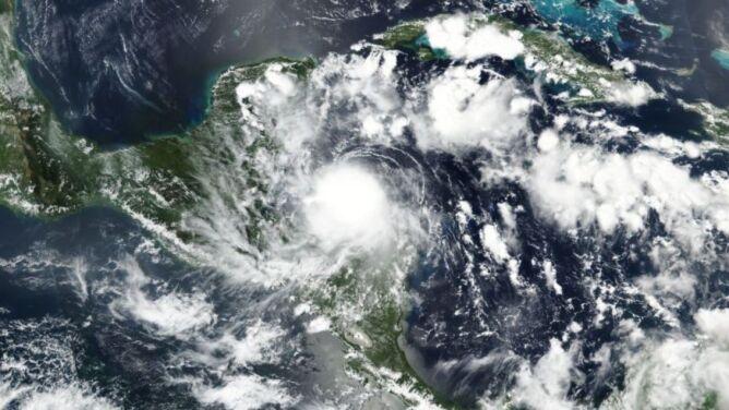 Burza tropikalna Nana uderzyła w ląd